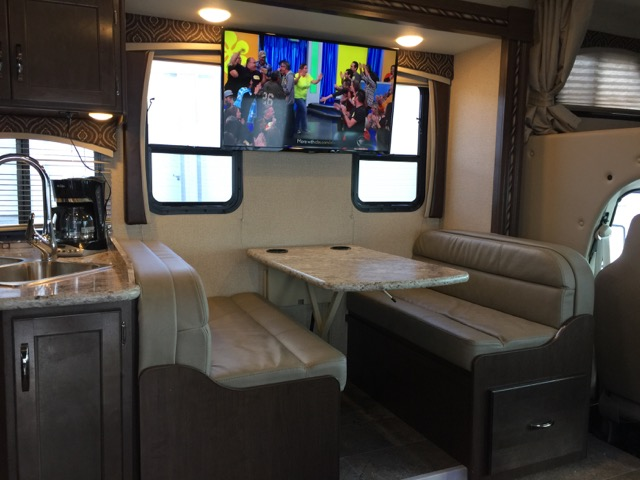 2017 Thor Chateau 30 Ft Class C Motorhome Rv Rental