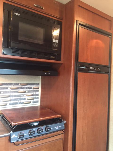 2014 Jayco Redhawk 29XK, 32 Ft. Class C Motorhome RV Rental Kitchen Appliances