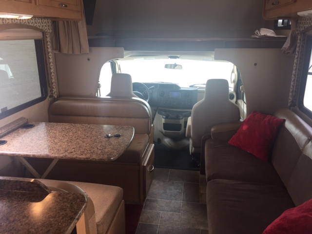 2015 Thor Four Winds, 26 Ft. Class C Motorhome RV Rental Living/Dining Area