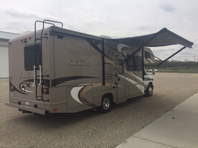 2015 Thor Four Winds, 26 Ft. Class C Motorhome RV Rental Exterior