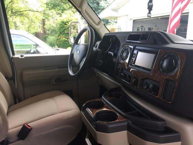 2013 Thor Chateau, 26 Ft. Class C Motorhome RV Rental Cab