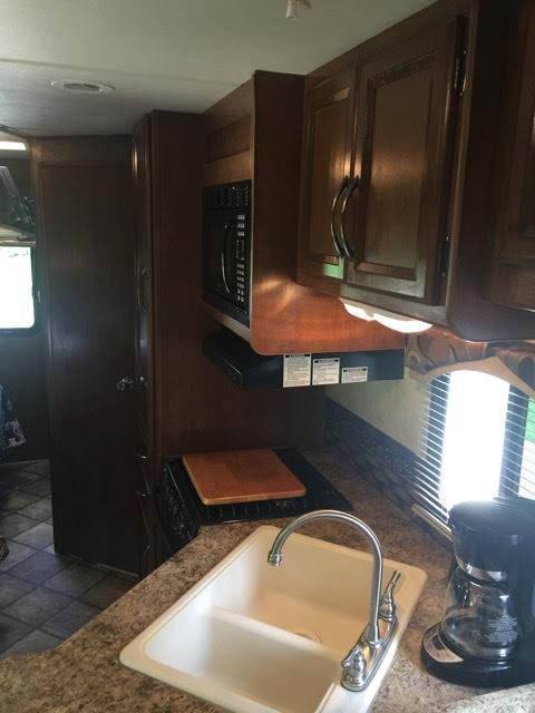 2013 Thor Chateau, 26 Ft. Class C Motorhome RV Rental Kitchen