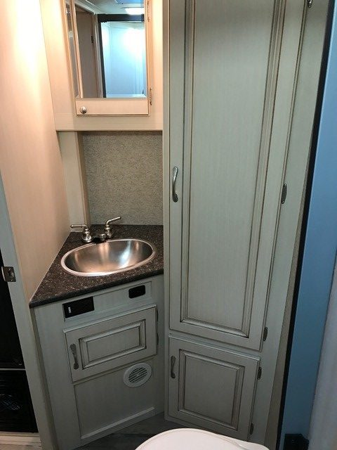 2016 Winnebago Micro Minnie Travel Trailer Bathroom