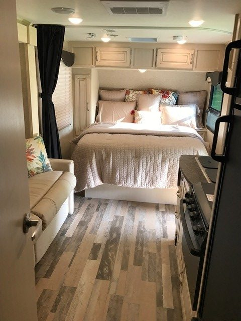 2016 Winnebago Micro Minnie Travel Trailer Interior