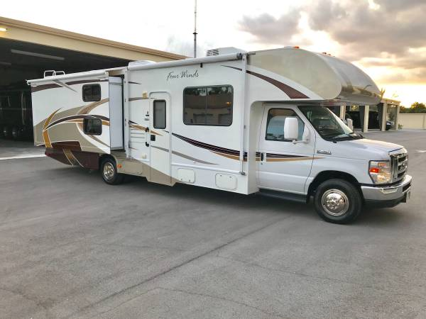 2013 Thor Four Winds, 32 Ft. Class C Motorhome RV Rental